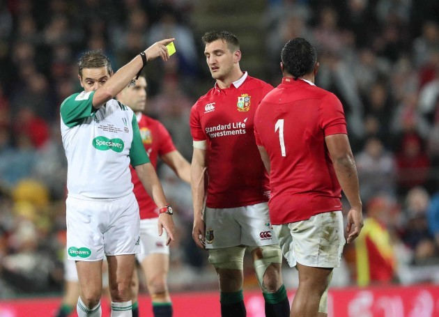 Mako Vunipola is shown a yellow card by Jerome Garces