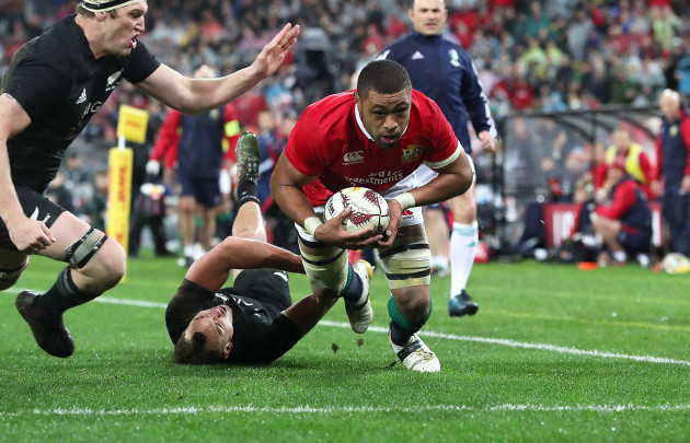 Taulupe Faletau scores their first try