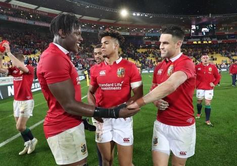 Maro Itoje, Anthony Watson and Conor Murray celebrate winning