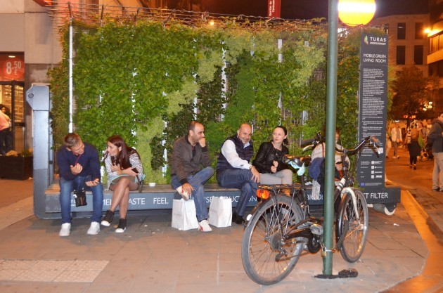 Mobile Green Living Room by Night - Brussels