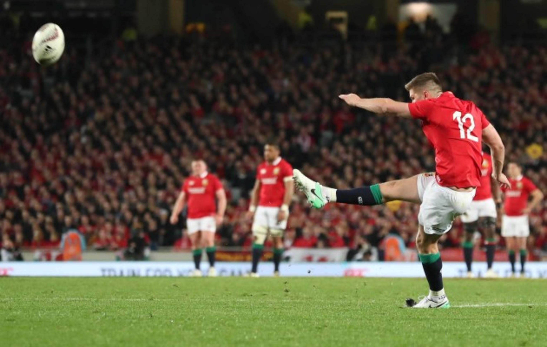 Owen Farrell kicks a penalty