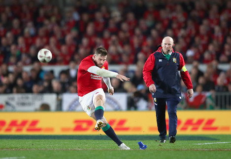 Elliot Daly kicks a penalty