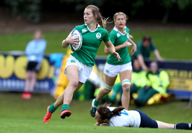 Aoife Doyle scores a try