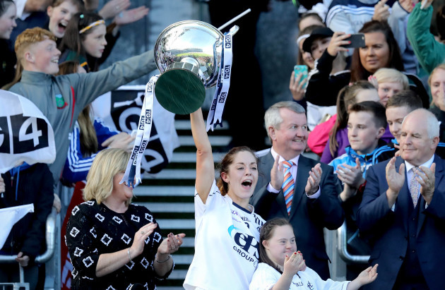 Aisling Holton lifts the trophy