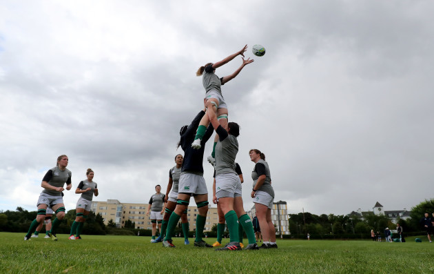Marie-Louise Reilly in the line-out with Paula Fitzpatrick and Lindsay Peat