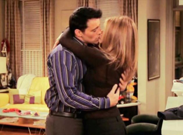 joey-and-rachel-kiss