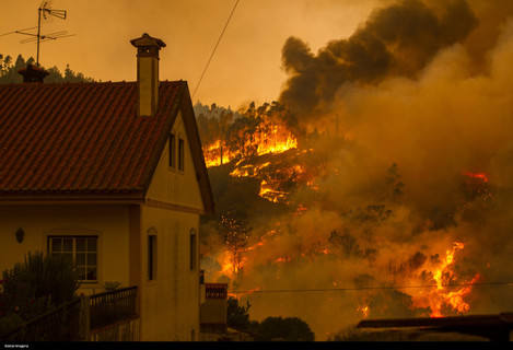 Portugal: Fire Forces Evacuations in Abrantes