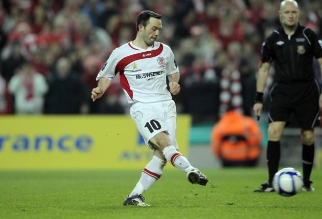 Raffaele Cretaro scores the winning penalty