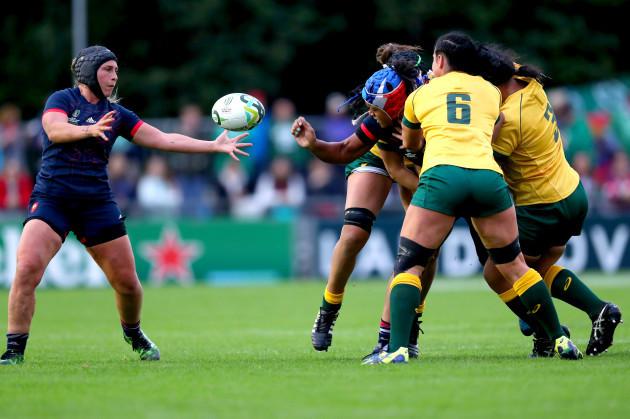 Safi N'Diaye off loads the ball to Caroline Thomas