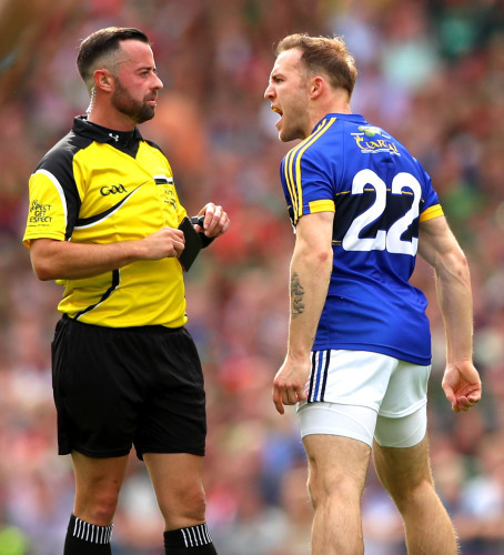 Darran O'Sullivan argues with referee David Gough after being black carded