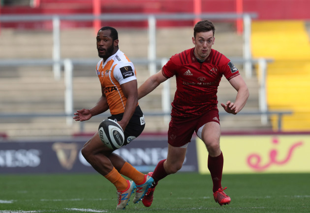 Toyota Cheetah's Makazole Mapimpi and Munster's Darren Sweetnam