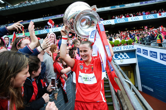 Aoife Murray lifts the trophy