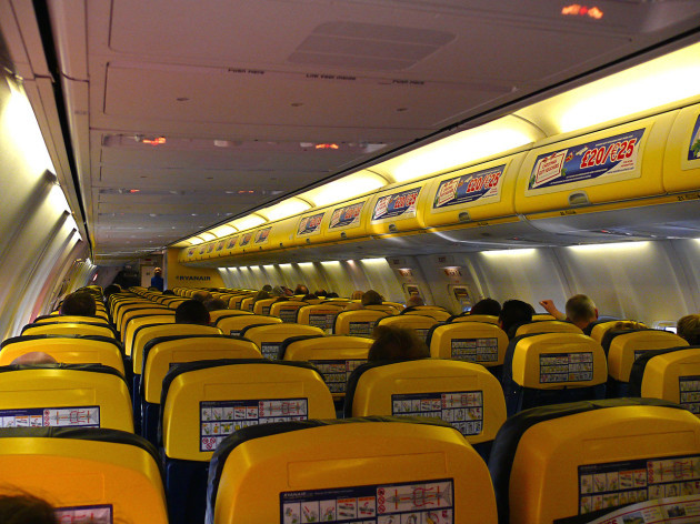 1280px-Ryanair_B737-800_Cabin