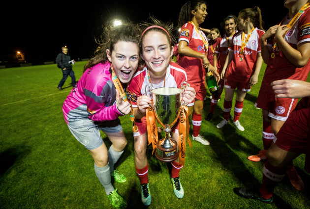 Amanda McQuillan and Siobhan Killeen celebrate with The Continental Tyres WNL League Cup