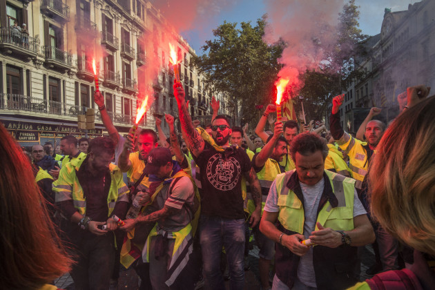 Spain: Catalonia on strike over independence poll violence
