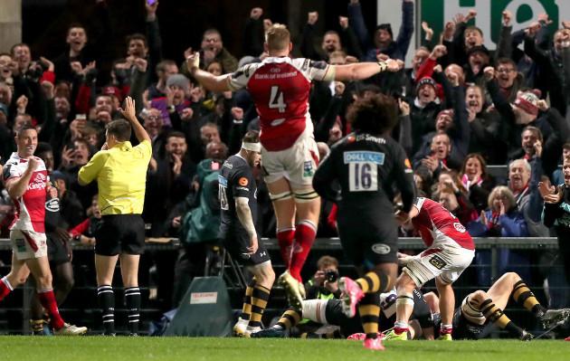 Stuart McCloskey scores a try