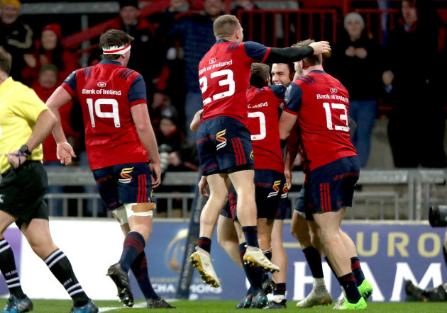 Munster players celebrate Conor Murray scoring a try