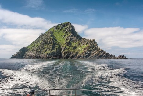 Skellig Michael - Sailing away