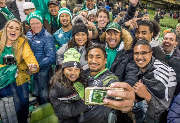 Bundee Aki takes a picture with his 6 year old daughter Adrianna Aki and family members