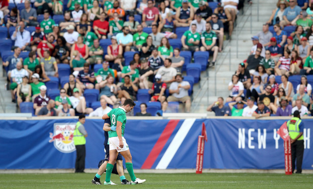 Joey Carbery goes off injured
