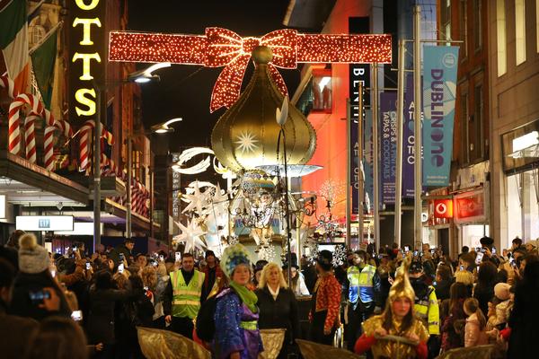 0538Dublin Town Christmas Lights_90529822