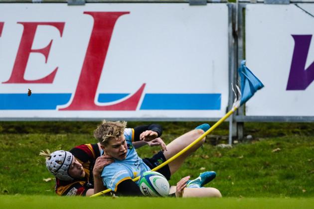 Jack Ringrose scoring a try