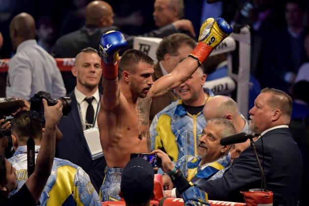 BOXING 2017 - Vasiliy Lomanchenko Defeats Guillermo Rigondeaux by 6th Round TKO