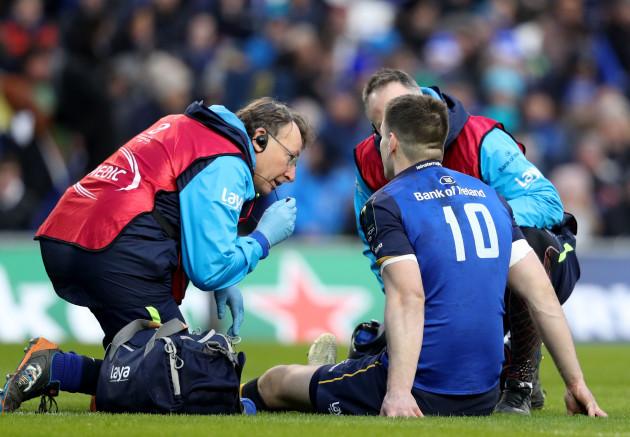 Jonathan Sexton receives treatment