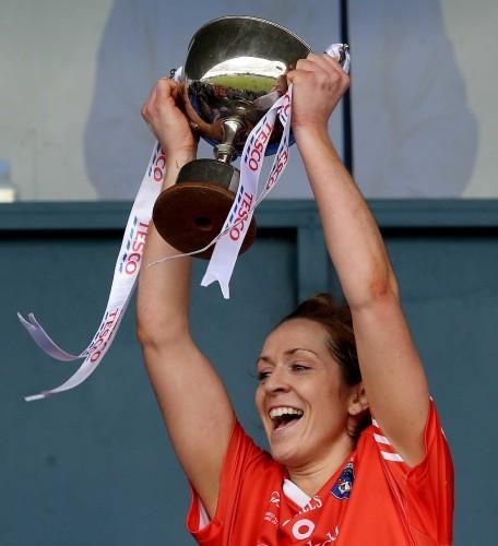 Caroline O'Hanlon lifts the trophy