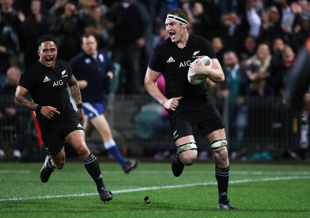 Brodie Retallick runs in a try