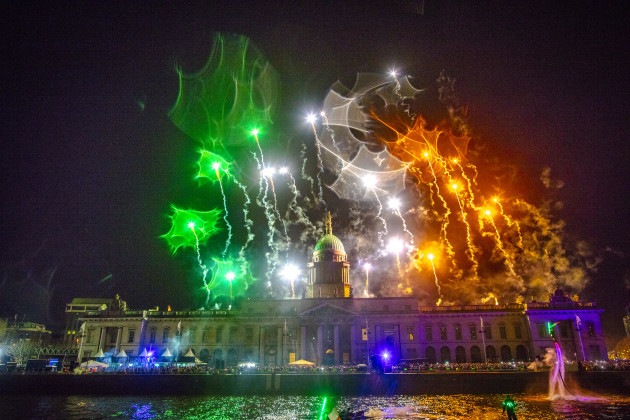 PICTURES Dublin was lit up last night as the city rang in the New Year & PICTURES: Dublin was lit up last night as the city rang in the New ... azcodes.com