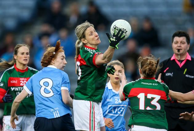 Cora Staunton claims a high ball