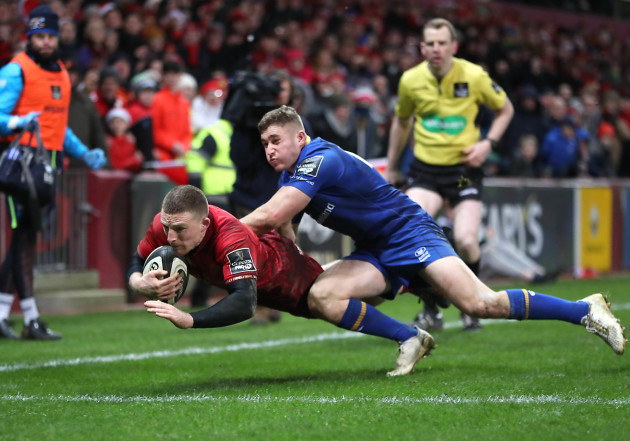 Andrew Conway scores a try despite Jordan Larmour