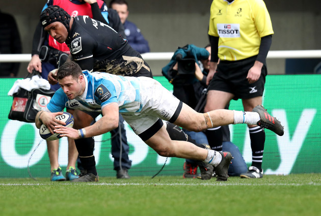 Robbie Henshaw scores a try