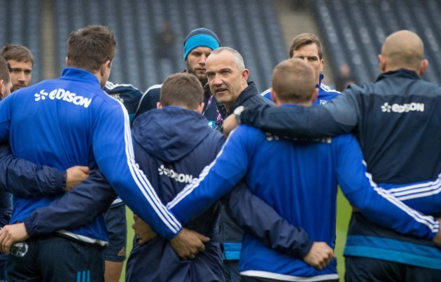 Conor O'Shea talks to the team before the game