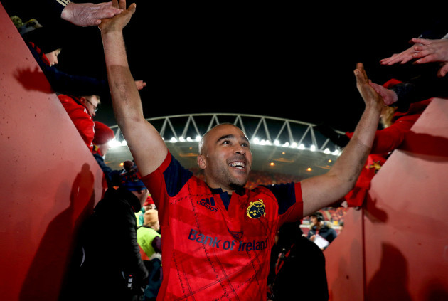 Simon Zebo celebrates after the game with fans 21/1/2018