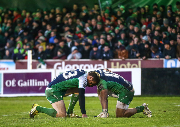 Robbie Henshaw and Bundee Aki pray after the game