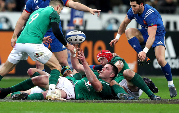 James Ryan offloads to Conor Murray