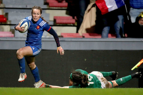 Jade Le Pesq on her way to scoring a try despite the efforts of Nichola Fryday