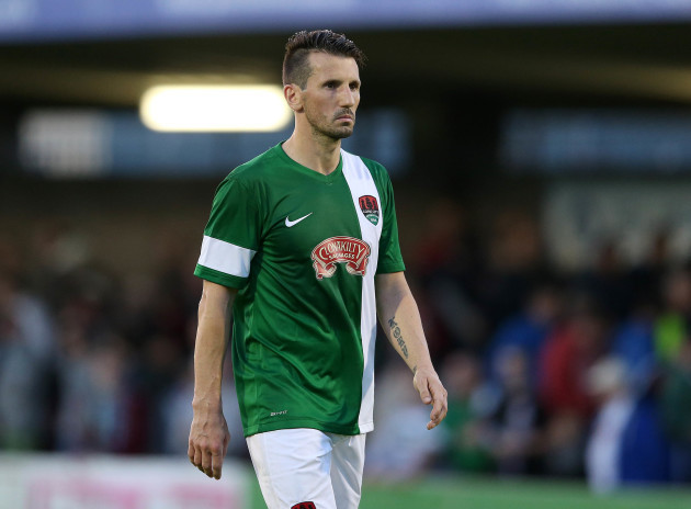 Former Ireland midfielder Liam Miller dies after cancer battle