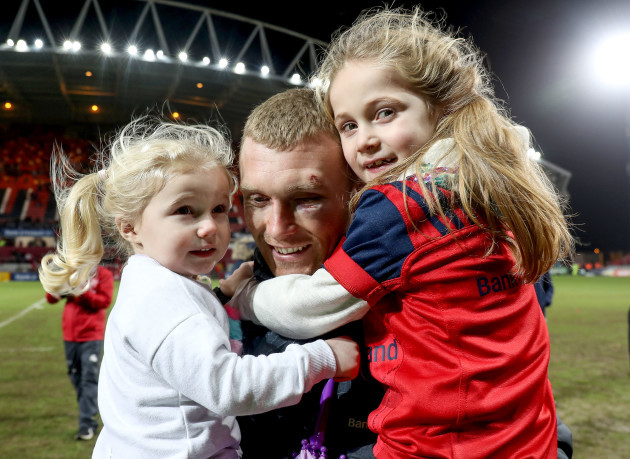 Keith Earls celebrates after the game with his daughters Ella May and Laurie 21/1/2018