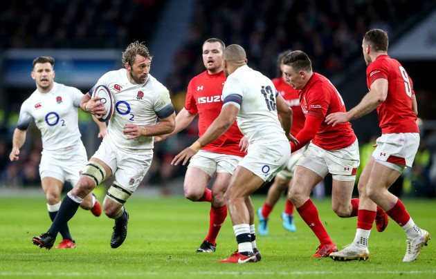 Chris Robshaw on the attack