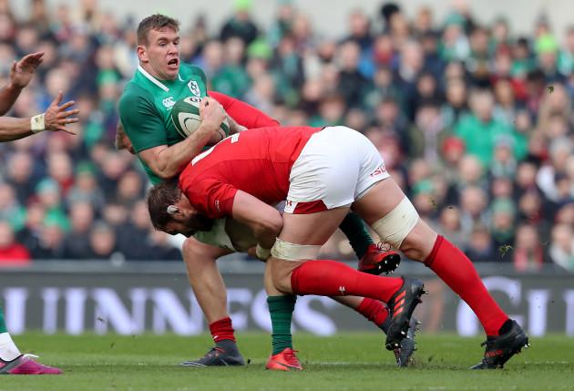 Chris Farrell is tackled by Alun Wyn Jones