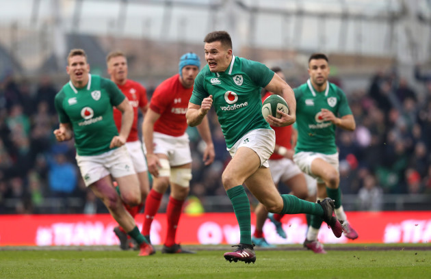 Jacob Stockdale runs in his second try
