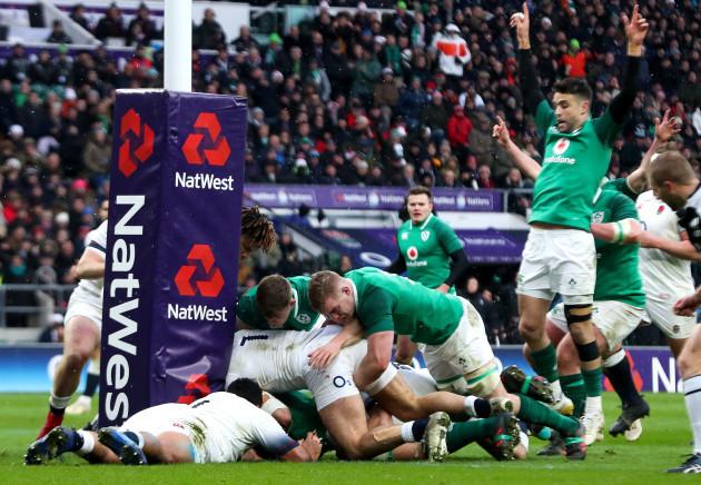 Ireland's CJ Stander scores a try