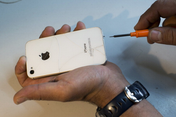 iPhone Repair Cottage Industry Challenges Apple