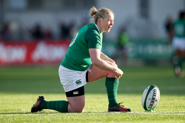 Niamh Briggs lines up a conversion