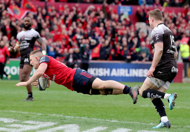 Andrew Conway scores a try