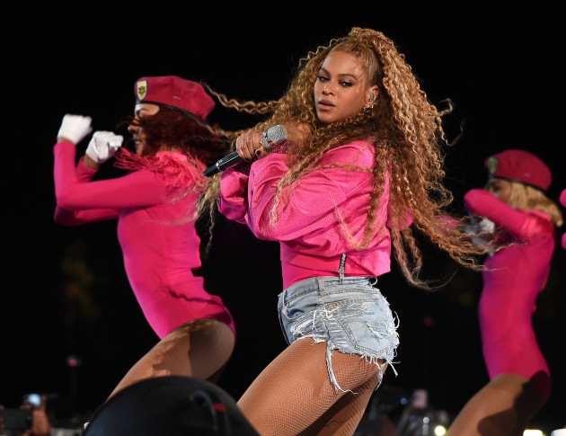Beyonce And Solange Took A Bit Of A Tumble At Coachella Last Night And People On Twitter Were Very Amused