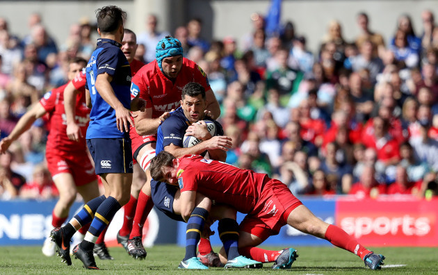 Rob Kearney tackled by Tadhg Beirne and Dan Jones